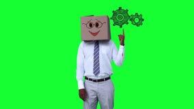 Επιχειρηματίας με ένα χαρτοκιβώτιο στο κεφάλι που δείχνει ζωντανεμμένος grears ελεύθερη απεικόνιση δικαιώματος
