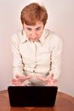 επιχειρηματίας με ένα lap-topη Στοκ εικόνα με δικαίωμα ελεύθερης χρήσης