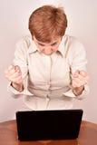 επιχειρηματίας με ένα lap-topη Στοκ εικόνες με δικαίωμα ελεύθερης χρήσης