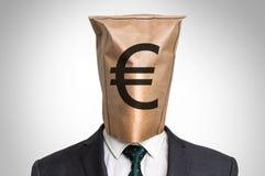 Επιχειρηματίας με μια τσάντα στο κεφάλι - με το ευρο- σημάδι Στοκ εικόνες με δικαίωμα ελεύθερης χρήσης
