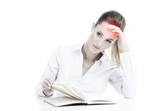 Επιχειρηματίας με τα έγγραφα που έχουν τον πονοκέφαλο Στοκ Εικόνες