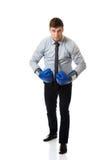 Επιχειρηματίας με τα εγκιβωτίζοντας γάντια Στοκ Φωτογραφίες