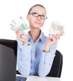 Επιχειρηματίας με τα ευρο- τραπεζογραμμάτια στα χέρια Στοκ φωτογραφίες με δικαίωμα ελεύθερης χρήσης