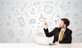 Επιχειρηματίας με τα κοινωνικά σύμβολα μέσων Στοκ εικόνες με δικαίωμα ελεύθερης χρήσης