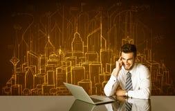 Επιχειρηματίας με τα κτήρια και τους αριθμούς Στοκ φωτογραφίες με δικαίωμα ελεύθερης χρήσης