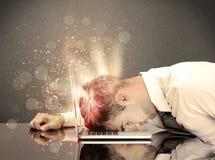 0 επιχειρηματίας με τα φω'τα και το πληκτρολόγιο Στοκ εικόνα με δικαίωμα ελεύθερης χρήσης
