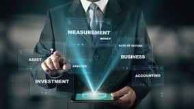 Επιχειρηματίας με την έννοια ολογραμμάτων ταμειακής ροής απεικόνιση αποθεμάτων