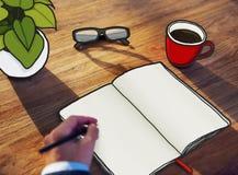 Επιχειρηματίας με την κενή απεικόνιση φωτογραφιών σημειωματάριων Στοκ Φωτογραφία