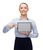 Επιχειρηματίας με την κενή μαύρη οθόνη PC ταμπλετών Στοκ φωτογραφία με δικαίωμα ελεύθερης χρήσης