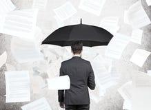 Επιχειρηματίας με την ομπρέλα Στοκ φωτογραφία με δικαίωμα ελεύθερης χρήσης