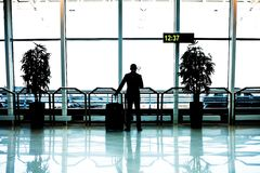 Επιχειρηματίας με τις αποσκευές Στοκ εικόνα με δικαίωμα ελεύθερης χρήσης