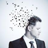 Επιχειρηματίας με τις ερωτήσεις Στοκ εικόνες με δικαίωμα ελεύθερης χρήσης