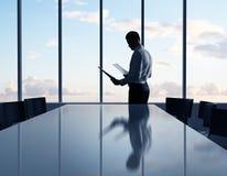 Επιχειρηματίας με το έγγραφο Στοκ εικόνες με δικαίωμα ελεύθερης χρήσης