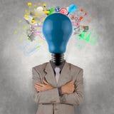 Επιχειρηματίας με το λαμπτήρας-κεφάλι ως επιχειρησιακή επιτυχία Στοκ φωτογραφία με δικαίωμα ελεύθερης χρήσης
