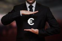 Επιχειρηματίας με το ευρο- σύμβολο Στοκ φωτογραφίες με δικαίωμα ελεύθερης χρήσης
