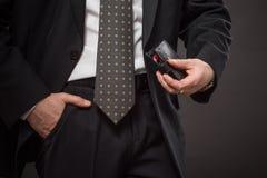 Επιχειρηματίας με το πορτοφόλι Στοκ Εικόνες