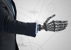 Επιχειρηματίας με το ρομποτικό χέρι στο άσπρο κλίμα Στοκ φωτογραφία με δικαίωμα ελεύθερης χρήσης