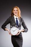 Επιχειρηματίας με το ρολόι Στοκ φωτογραφία με δικαίωμα ελεύθερης χρήσης