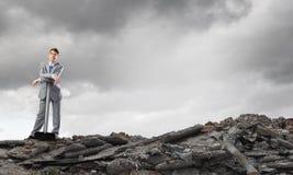 Επιχειρηματίας με το σφυρί Στοκ φωτογραφίες με δικαίωμα ελεύθερης χρήσης