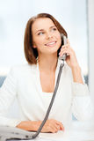 Επιχειρηματίας με το τηλέφωνο στην αρχή Στοκ φωτογραφίες με δικαίωμα ελεύθερης χρήσης