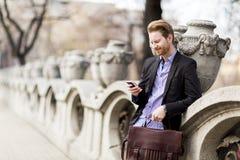 Επιχειρηματίας με το τηλέφωνο Στοκ φωτογραφίες με δικαίωμα ελεύθερης χρήσης