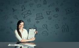 Επιχειρηματίας με το υπόβαθρο εικονιδίων μέσων Στοκ Εικόνες