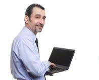 Επιχειρηματίας με το φορητό προσωπικό υπολογιστή που παρουσιάζει αντίχειρές του Στοκ Φωτογραφία