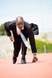 Επιχειρηματίας με το lap-top έτοιμο να τρέξει Στοκ φωτογραφία με δικαίωμα ελεύθερης χρήσης