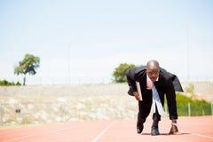 Επιχειρηματίας με το lap-top έτοιμο να τρέξει Στοκ Εικόνες