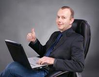 Επιχειρηματίας με το lap-top Στοκ Φωτογραφίες