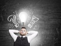 Επιχειρηματίας με το lightbulb, έννοια ιδέας Στοκ Εικόνες