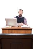 Επιχειρηματίας μπροστά από το γραφείο και το lap-top του Στοκ Εικόνα