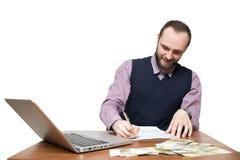 Επιχειρηματίας μπροστά από το γραφείο και το lap-top του Στοκ φωτογραφίες με δικαίωμα ελεύθερης χρήσης