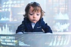 Επιχειρηματίας μωρών στην αρχή, infographics στοκ εικόνες με δικαίωμα ελεύθερης χρήσης