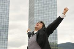Επιχειρηματίας νικητών που κραυγάζει από τη χαρά Στοκ εικόνα με δικαίωμα ελεύθερης χρήσης