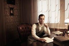 Επιχειρηματίας πίσω από τον πίνακα Στοκ Εικόνα
