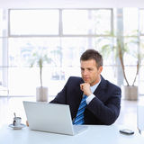 Επιχειρηματίας που έχει το διάλειμμα Στοκ εικόνα με δικαίωμα ελεύθερης χρήσης