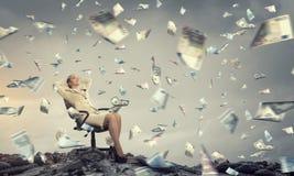 Επιχειρηματίας που έχει το υπόλοιπο στην καρέκλα Στοκ Εικόνες