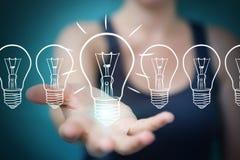 Επιχειρηματίας που αγγίζει και που κρατά ένα σκίτσο lightbulb με μια μάνδρα Στοκ Εικόνες