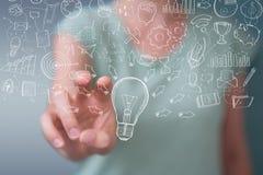 Επιχειρηματίας που αγγίζει και που κρατά το σκίτσο lightbulb Στοκ εικόνα με δικαίωμα ελεύθερης χρήσης