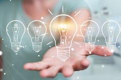 Επιχειρηματίας που αγγίζει και που κρατά ένα σκίτσο lightbulb με μια μάνδρα Στοκ φωτογραφίες με δικαίωμα ελεύθερης χρήσης