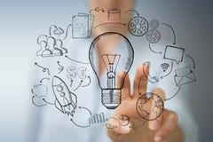 Επιχειρηματίας που αγγίζει και που κρατά το σκίτσο lightbulb Στοκ φωτογραφίες με δικαίωμα ελεύθερης χρήσης