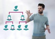 Επιχειρηματίας που αλληλεπιδρά με τα εικονίδια επιχειρηματιών που συνδέονται Στοκ φωτογραφίες με δικαίωμα ελεύθερης χρήσης