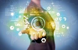 Επιχειρηματίας που αναλύει τα ιατρικά στοιχεία Στοκ φωτογραφία με δικαίωμα ελεύθερης χρήσης
