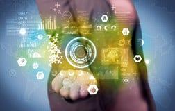 Επιχειρηματίας που αναλύει τα ιατρικά στοιχεία Στοκ εικόνες με δικαίωμα ελεύθερης χρήσης