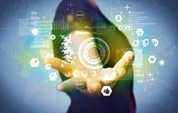 Επιχειρηματίας που αναλύει τα ιατρικά στοιχεία Στοκ φωτογραφίες με δικαίωμα ελεύθερης χρήσης