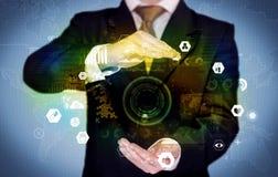Επιχειρηματίας που αναλύει τα ιατρικά στοιχεία Στοκ Εικόνες
