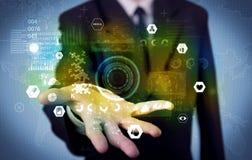 Επιχειρηματίας που αναλύει τα ιατρικά στοιχεία Στοκ Φωτογραφίες