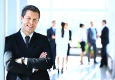 επιχειρηματίας που απομονώνεται στάση άσπρος στοκ εικόνα με δικαίωμα ελεύθερης χρήσης