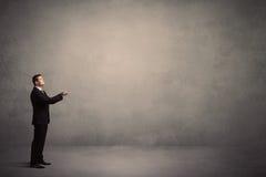 επιχειρηματίας που απομονώνεται στάση άσπρος στοκ φωτογραφίες με δικαίωμα ελεύθερης χρήσης